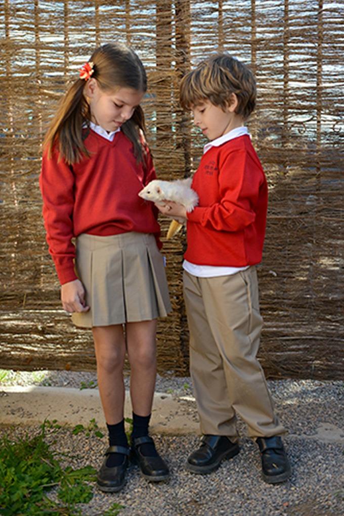 uniformes escolares rojos