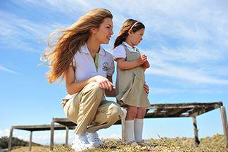 uniformes escolares para niños y educadores