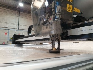 nueva máquina de corte en Theresia