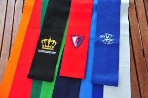 complementos de uniformes de colegio bordados